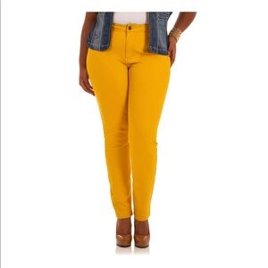 Classic Yellow Jegging Jeans Sz 18 NWT